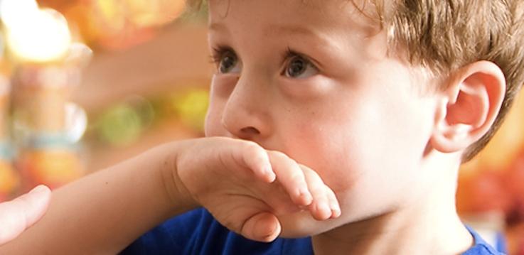 Vómitos en niños y bebés. Explicación a los padres de causas y soluciones.