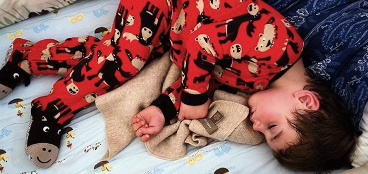 Niños que se despiertan por frío o calor