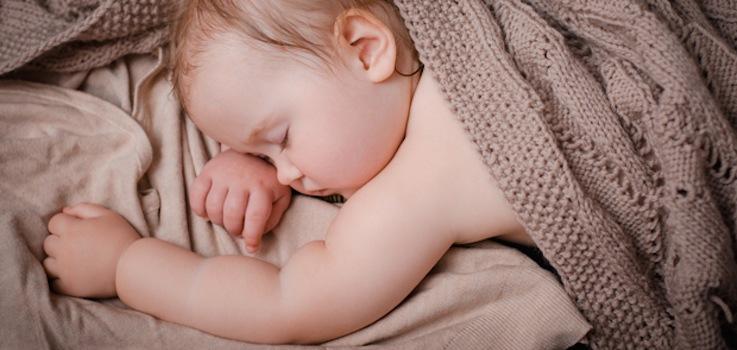 Cómo hacer que un niño duerma toda la noche