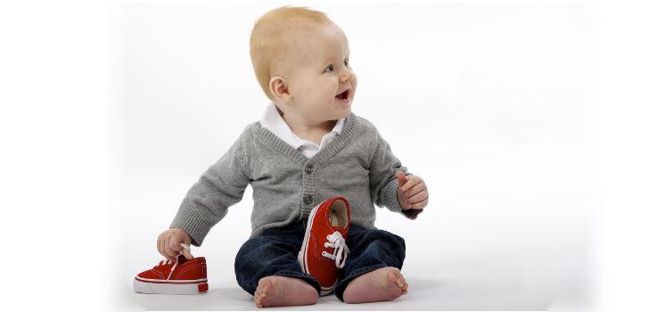 a que edad se empiezan a sentarse solos los bebes