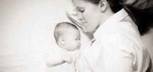 Espaciar las tomas nocturnas entendiendo y respetando ritmos del bebé
